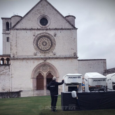 CASE AF32 installed in front of the S. Francesco Church in Assisi